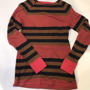 Patagonia women's Sz M Pullover.  Three buttons
